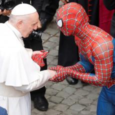 BLAGOSLOVITE, OČE  Hit u Vatikanu! Spajdermen svratio na papin prijem, ali tu priči NIJE KRAJ!