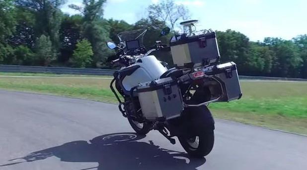 BMW predstavio samovozeći motocikl