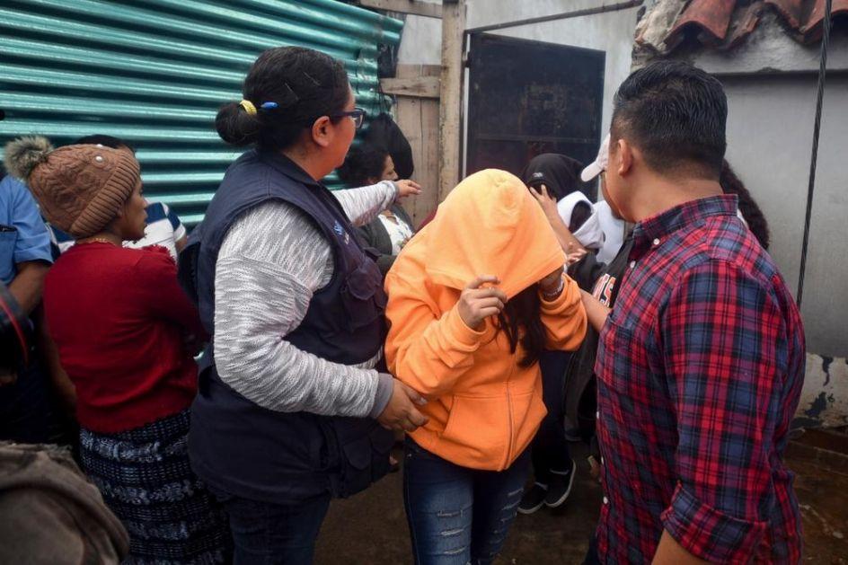 BODLJIKAVA ŽICA, VOJSKA I POLICIJA ZA MIGRANTE: Grčka uvela nove mere za talas izbeglica koji stiže (FOTO)
