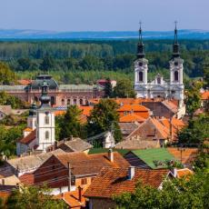 BOGOSLOVIJA DOBILA VELIKU DONACIJU: Opština Sremski Karlovci obezbedila 10 novih računara