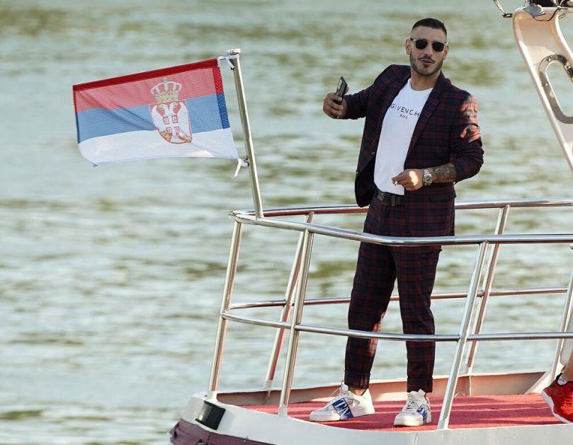 BOLJE MU JE DA SE NE VRAĆA IZ NEMAČKE! Majka Darka Lazića brani SINA, a komšije iz BRESTAČA otkrile PRAVI razlog ODLASKA iz Srbije
