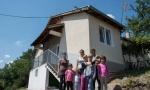 BOLjI USLOVI ZA ŽIVOT I ODRASTANjE: Sedam ćerki dobilo dom