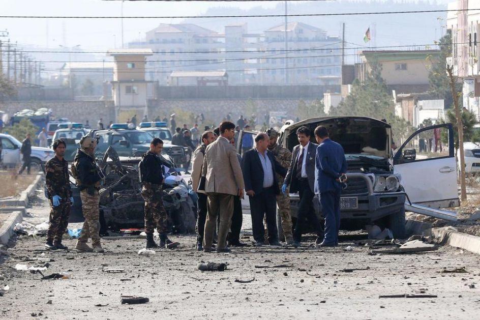 BOMBAŠ SAMOUBICA NAPAO POLICIJSKI KONVOJ: Jezive scene u centru Kabula VIDEO
