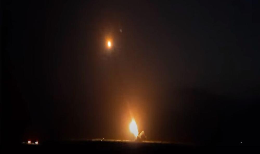 BORBE BESNELE I TOKOM NOĆI: Vojska Azerbejdžana izvela artiljerijski napad, rakete parale nebo nad Nagorno-Karabahom (VIDEO)