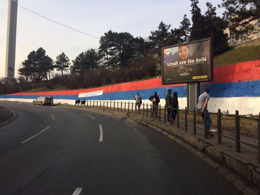 BRANKOV MOST U BOJAMA NAŠE ZASTAVE: Pogledajte kako su Delije podržale Srbe i SPC u Crnoj Gori (FOTO)
