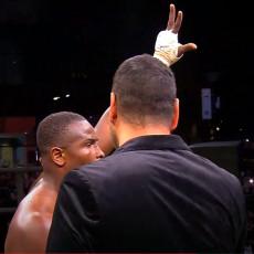 BRAVO MAJSTORE: Liberijac pobedio u MMA meču, pa podigao tri prsta i uzviknuo KOSOVO JE SRBIJA! (VIDEO)