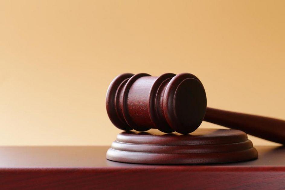 BRITANAC UBIO 9 I POVREDIO NOŽEM 7 MAČAKA Osuđen na više od 5 godina zatvora