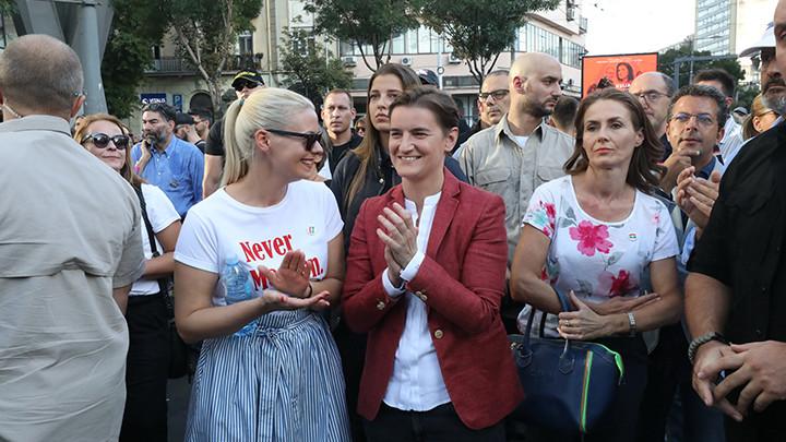 BRNABIĆEVA SA PARTNERKOM MILICOM NA PARADI PONOSA: Srbija kreće u pravom smeru, postajemo tolerantniji (FOTO)