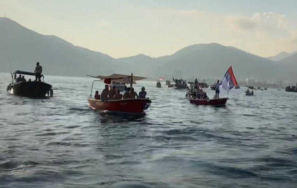 BRODOVIMA U ODBRANU SVETINJA: Litije krenule barkama, neverovatan prizor u Budvi (VIDEO)