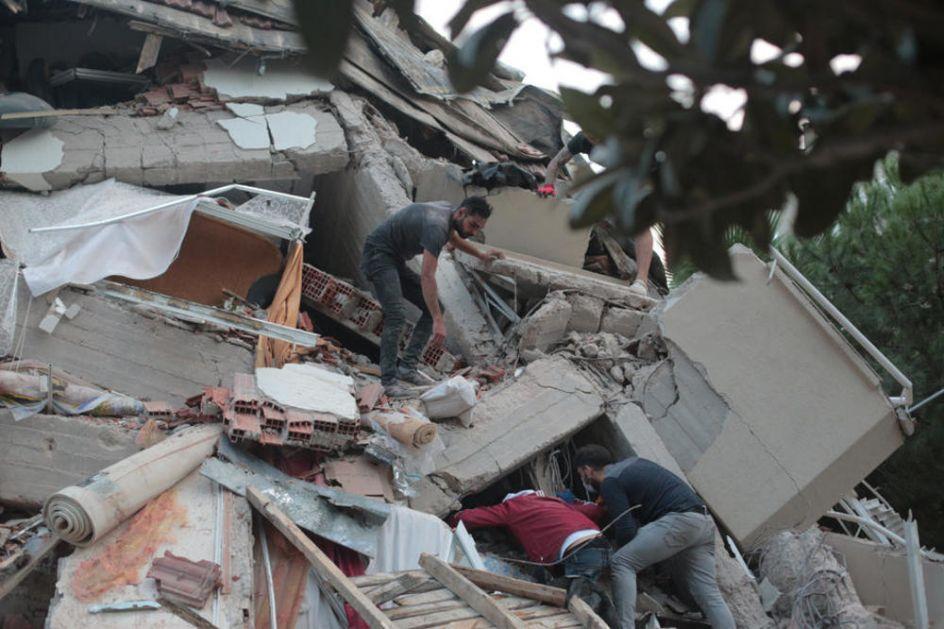 BROJ STRADALIH U ZEMLJOTRESU SE POPEO NA 14: U Turskoj povređeno više od 419 ljudi, nastavlja se traganje za nestalima! (FOTO)