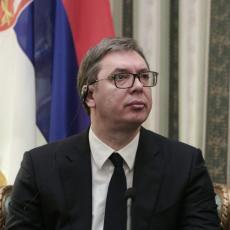 BRUKA I SRAMOTA! U Srebrenici pocepan plakat zahvalnosti Vučiću, a Ćamil Duraković za to opet krivi Srbe?!