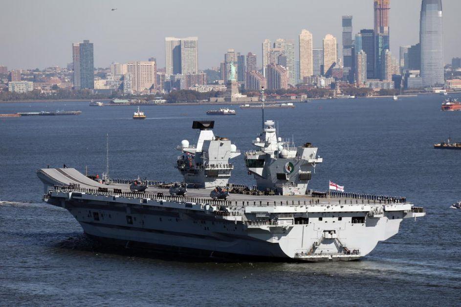 BRUKA PONOSA ENGLESKE MORNARICE: Najmoćniji ratni brod pušta vodu! Ušlo čak 66.000 galona vode!