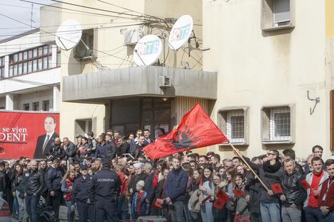 BUJANOVAC, PODELJENI GRAD Srbi i Albanci se ne mešaju, ali ih spaja JEDNA MUKA
