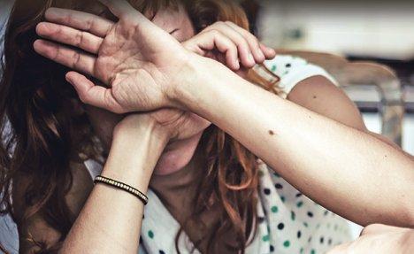 BUJANOVAC: Pištoljem pretio nevenčanoj supruzi, njihovoj deci i njenom ocu
