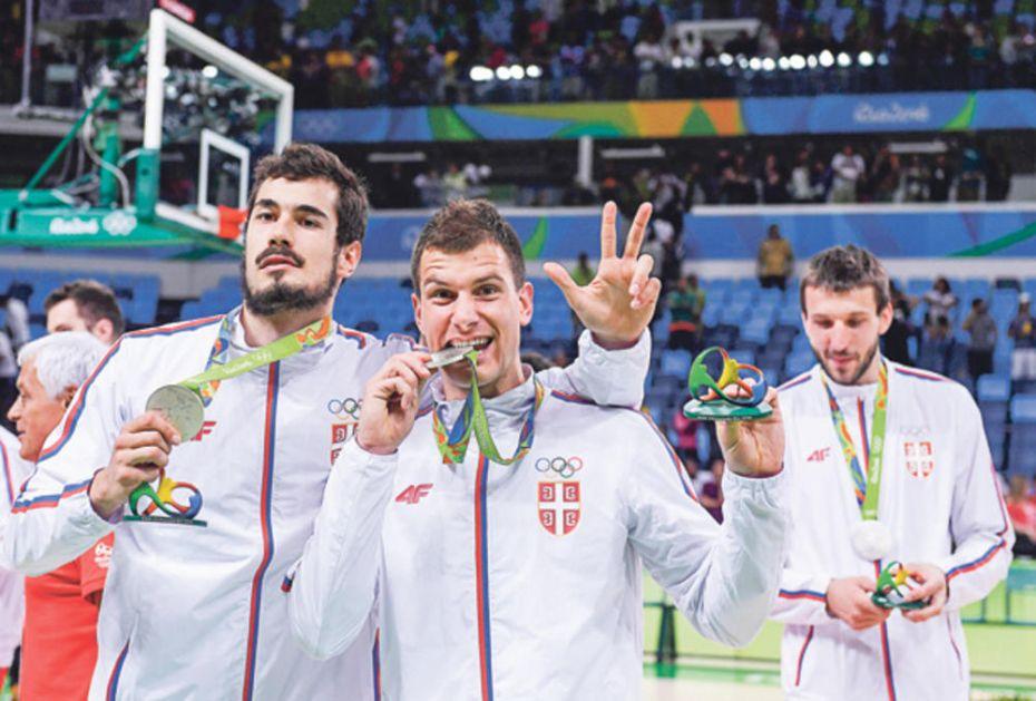 BUNTOVNICI PROZIVAJU SELEKTORA: Nedović i Kalinić pokazali da im poraz od Argentine nije teško pao