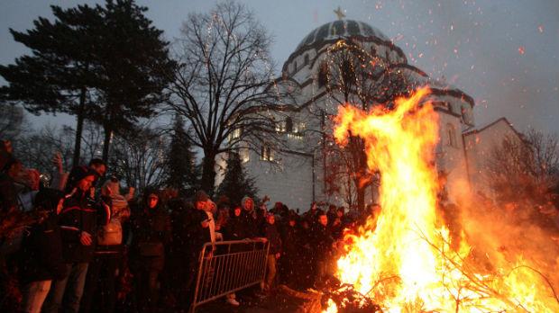 Badnje veče u Srbiji, pali se badnjak