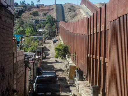 Bajden ukinuo Trampovu hitnu naredbu za izgradnju graničnog zida