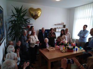 Baka Živka proslavila 100. rođendan okružena velikom porodicom i prijateljima
