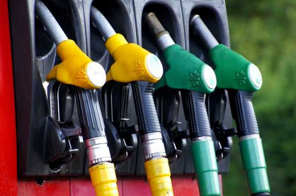 Benzin spalio džepove
