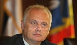 Incident na promociji Vesićeve knjige, koškanje aktivista SNS i Stranke slobode i pravde
