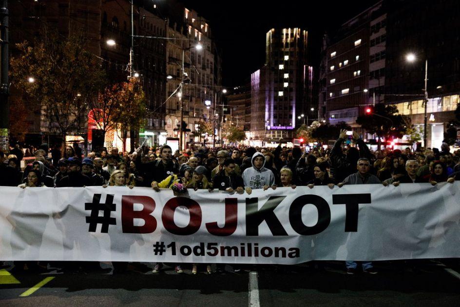 Učesnici protesta 1 od 5 miliona došli do vrata parlamenta, incidenti na ulazu