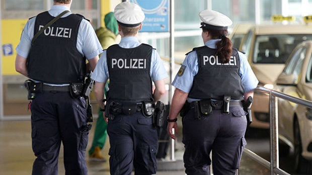 Berlin, muškarac sa sumnjivim prslukom uhapšen na aerodromu