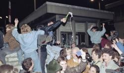 Berlinski zid je pao pre 30 godina, ali nevidljiva barijera i dalje deli Nemačku