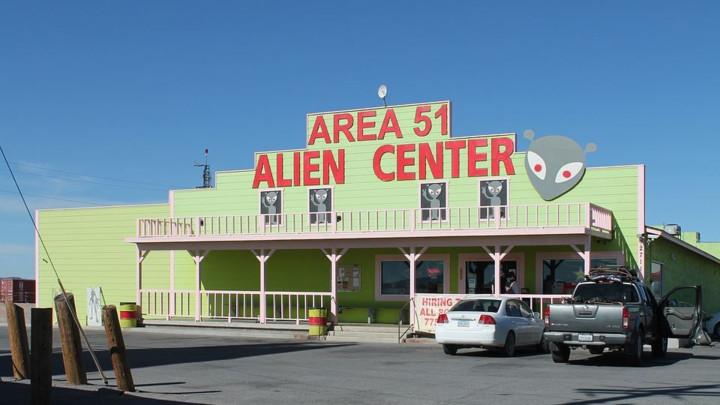 Besplatno pivo za sve vanzemaljce koji pobegnu iz Oblasti 51