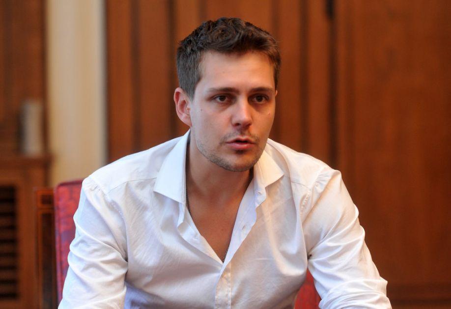 Bikovićev kostim prodat za 4.100 evra, novac ide za lečenje malog Gavrila