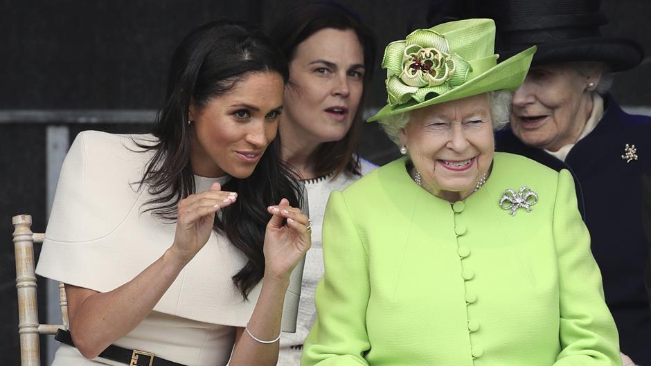 Biserne minđuše od kraljice za prvo zajedničko pojavljivanje