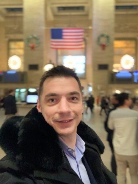 Bivši obaveštajac VOA u bekstvu koji je i ranije sarađivao sa kriminalnim grupama fotka se bezbrižno u Njujorku