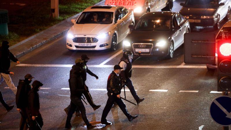 Bjeloruska policija vodenim topovima rastjerala demonstrante u Minsku