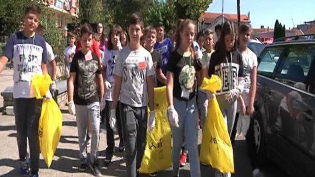 Blace: Učenici čiste grad