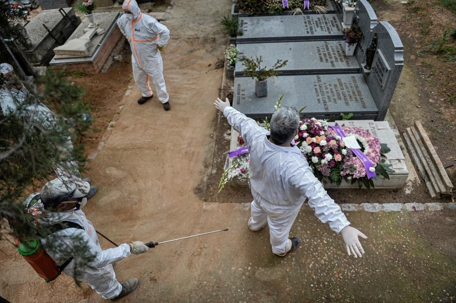 Blag pad broja preminulih u Španiji, danas 932