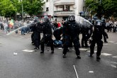 Bliskoistočni sukob i na ulicama Evrope: Tukli policiju, letele kamenice i flaše... FOTO