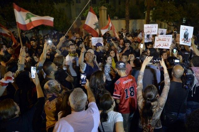 Blokirali sve ulaze u parlament: Mladi besni zbog političke krize