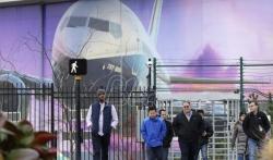 Boing obustavlja i proizvodnju aviona 737-maks