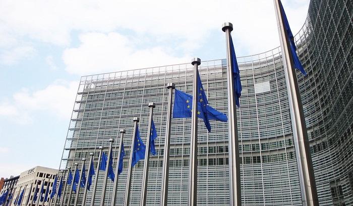 Brisel ove godine ulazi u borbu protiv lažnih vesti