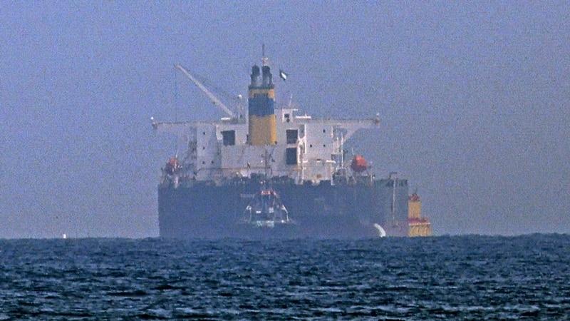 Britanska mornarica saopštila da su otmičari napustili brod kod obale UAE