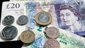 Britanska funta u padu zbog straha od post-Bregzit tranzicije