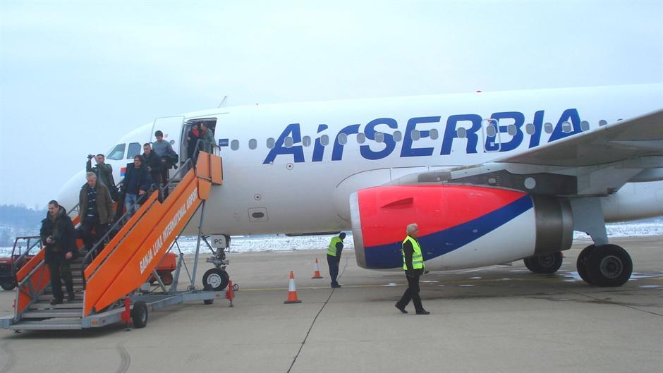 Brnabić: Ne pomažemo ilegalno Er Srbiju
