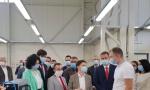 """Brnabić posetila novootvorenu fabriku u Aleksincu: Time što je """"Magna"""" odlučila da se širi, to je najbolja moguća referenca za nas (FOTO/VIDEO)"""