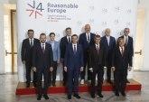 Brnabićeva na samitu u Pragu dočekana buketom, bez delegacije Prištine FOTO