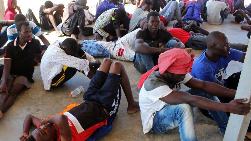 Brod sa 50 migranata prevrnuo se kod obala Libije