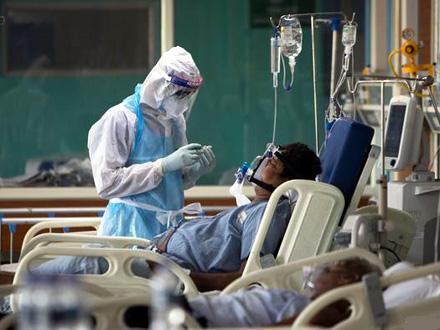 Broj novozaraženih opada, bolnice i dalje PUNE