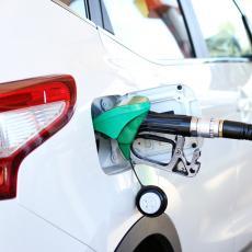 Brže nego kada sipate benzin: Menjaju baterije na električnim vozilima za 1 minut (VIDEO)