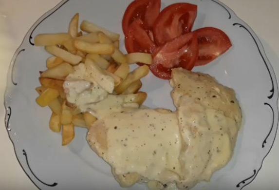 Brzi ručak! Piletina sa prelivom i belim lukom! (RECEPT)