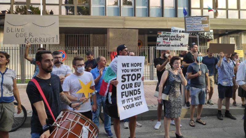 Bugarski demonstranti traže od Berlina i Brisela da ne žmire pred korupcijom