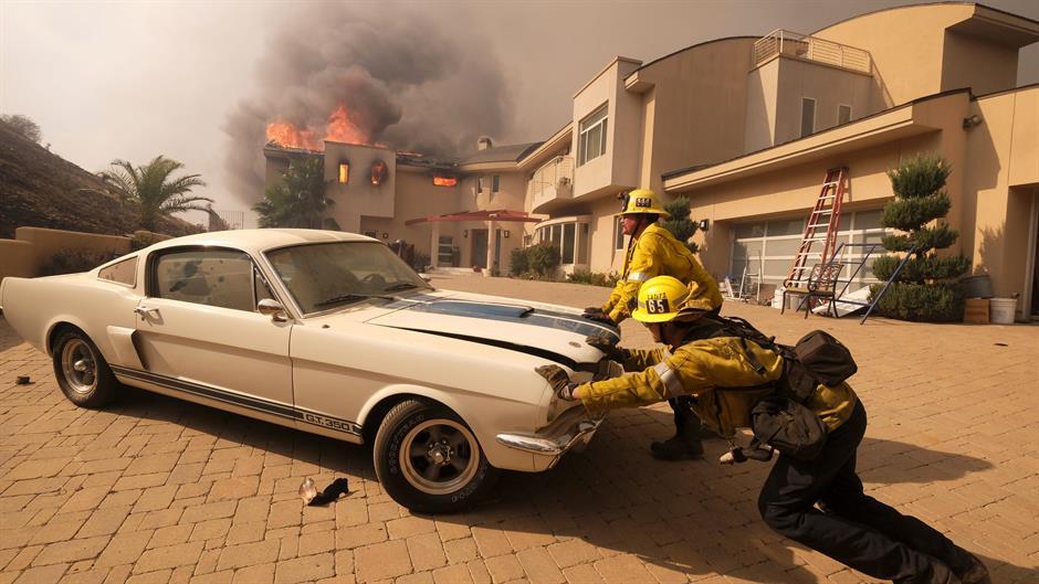 Bukte požari u Kaliforniji, petoro mrtvih u automobilima