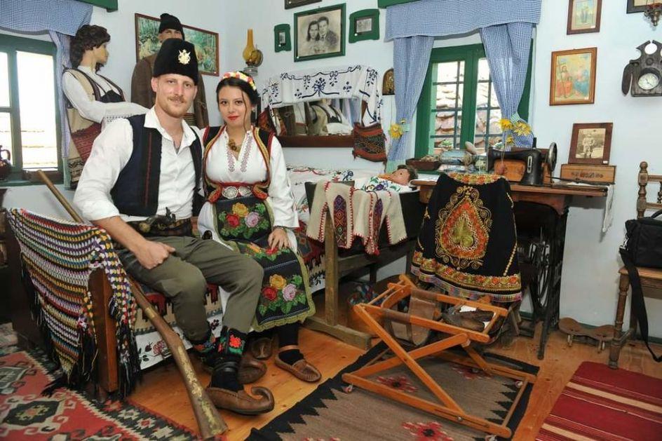 CELO UŽICE PRIČA O OVOJ SVADBI: Sve onako po srpski, kao naši stari! Pogledajte u čemu su se venčali Marko i Jovana FOTO